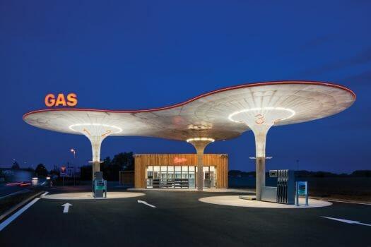 Mario Chiodo Gas Station 001 - 20151031