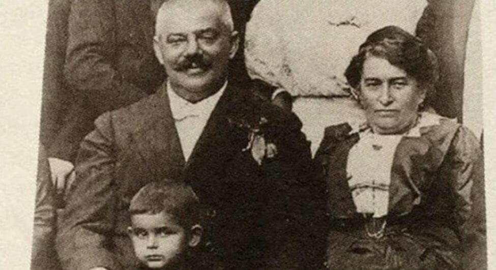 Photo of Franz Kafka and his father, Hermann